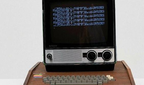 Hala çalışıyor: Apple'ın ilk bilgisayarı satışa çıkarıldı