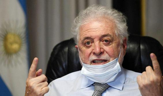 Gazetecinin aşı açıklaması, sağlık bakanını istifa ettirdi