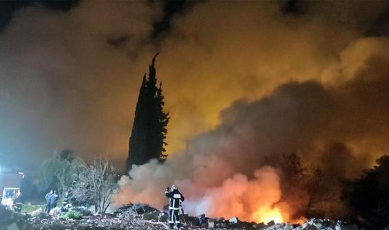 Antalya'da korkutan yangın! Alevler metrelerce yükseldi!