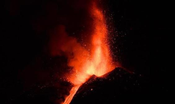 Etna Yanardağı bir haftada 6 kez faaliyete geçti!
