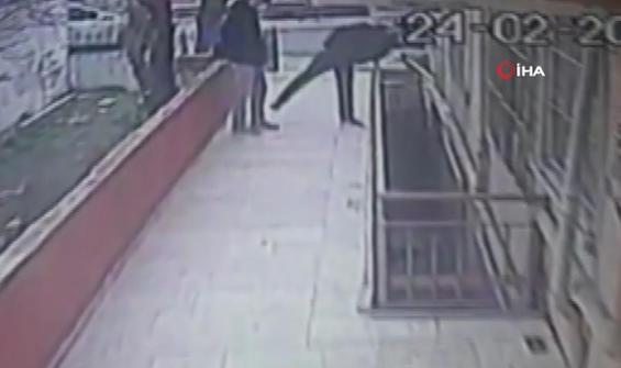 Kamerayı fark eden hırsızlardan akıl almaz çözüm