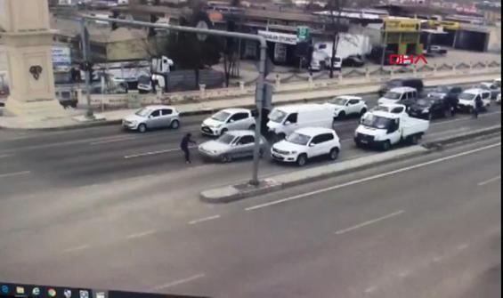 Uygulamadan kaçan araç polise çarptı
