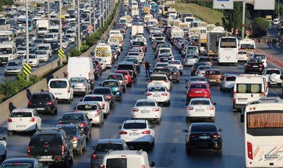 Yasağa saatler kala İstanbul'da trafik yoğunluğu