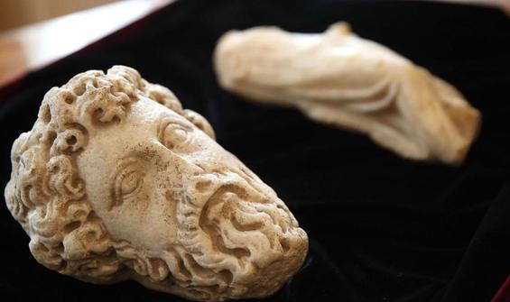Türkiye'ye ait tarihi eserler teslim edildi