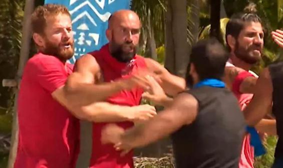 Survivor'da iki takım birbirine girdi!