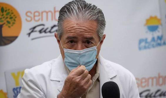Yakınlarına aşı yaptıran bakan istifa etti
