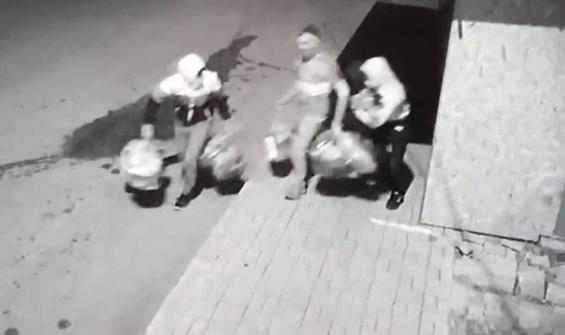 'Maskeli Üçler' yakalandı! İnternetten öğrenmişler