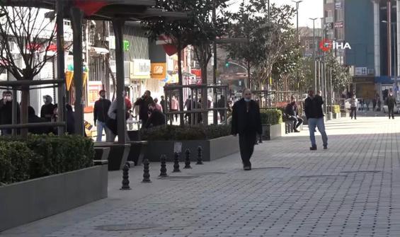 Yasakları yok sayıp sokakları doldurdular