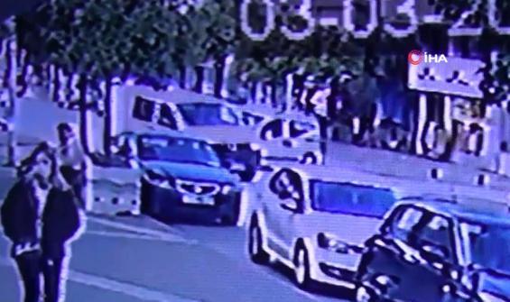 Dört aracın karıştığı kaza kamerada
