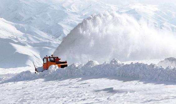 Doğu'da kar esareti!  450 yerleşim yerinin yolu kapandı