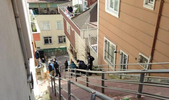 Ailesini eve kilitleyip balkondan atladı