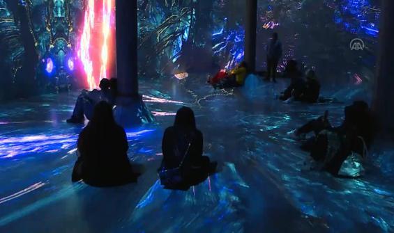 New York'ta açılan fraktal sanatçısının sergisine yoğun ilgi!