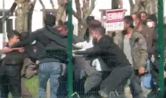 İstanbul'da hareketli anlar: Boğazından bıçaklandı