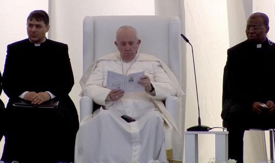 Tarihi ziyarette Kuran-ı Kerim dinleyen Papa'dan mesaj