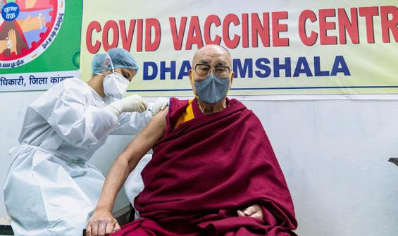 85 yaşındaki Dalai Lama korona aşısı oldu