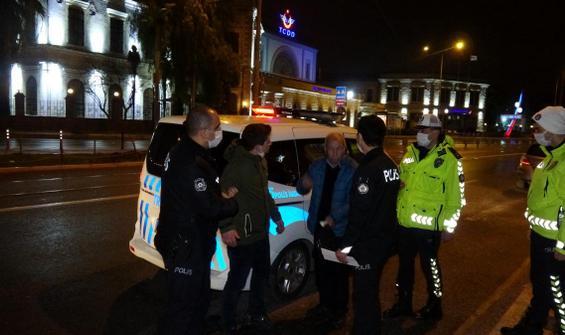 Baba-oğul polisi engellemeye çalıştılar