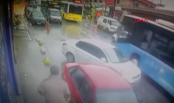 Kafa kafaya çarpışan otobüsler kamerada!