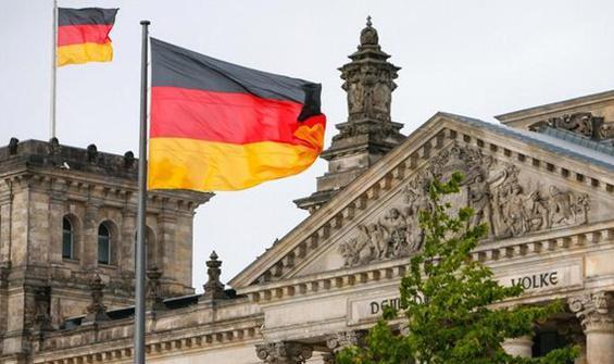 Almanya iki vekilin istifasını konuşuyor!