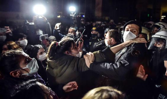 8 Mart yürüyüşünde kadınlara polis engeli