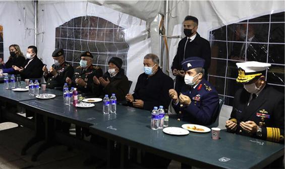 Bakan Akar'dan Bitlis şehitlerinin ailelerine ziyaret