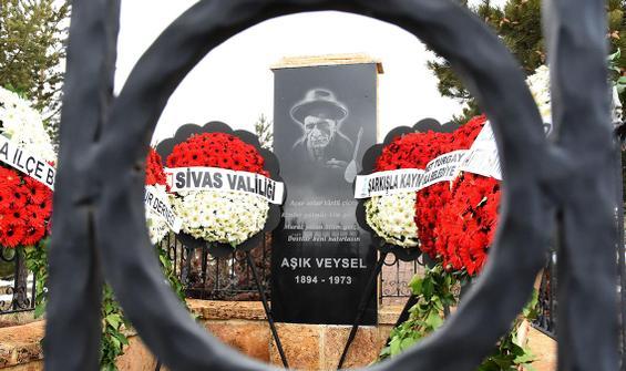 Aşık Veysel vefatının 48'inci yılında mezarı başında anıldı