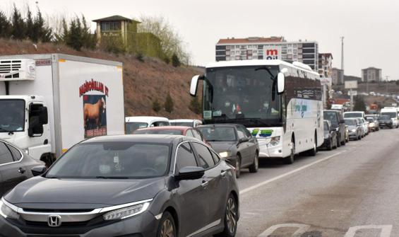 43 ilin bağlantı noktasında trafik kilitlendi!