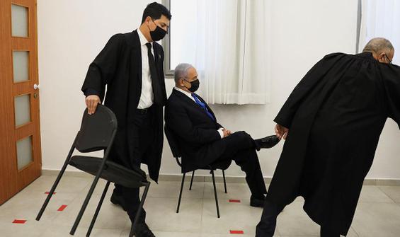Netanyahu'ya 'bacak bacak' üstüne poz tepkisi