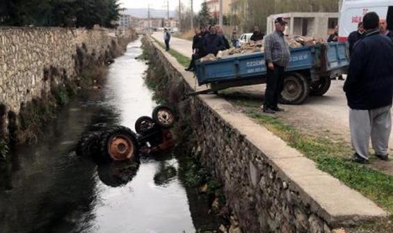 Traktörle kanala düştü, kalp masajıyla yaşama döndürüldü