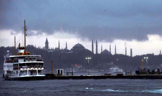 İstanbullular güne yağış ve soğuk havayla başladı!