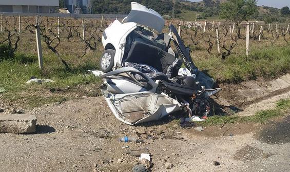 Menfeze çarpan otomobilde feci son! 3 kişi  öldü