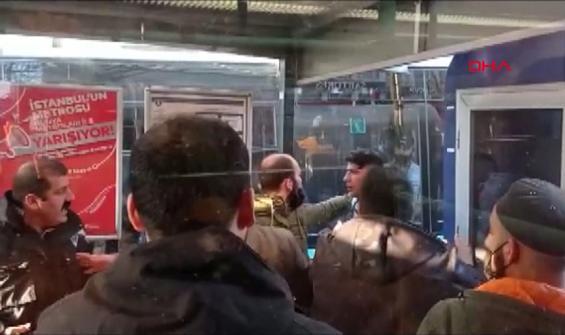 Kısıtlama öncesi tramvaya binme kavgası yaşandı