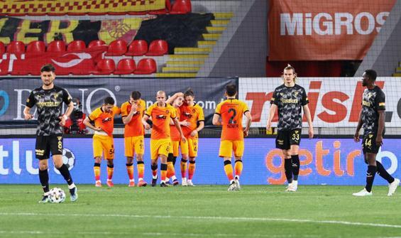 Galatasaray, İzmir'de 3 puanı 3 golle aldı