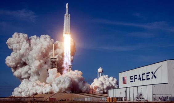 NASA'nın Ay'a indireceği aracı SpaceX yapacak