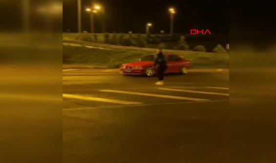 Trafik magandası kız arkadaşının etrafında drift yaptı