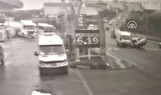 Panelvan ile otomobil kafa kafaya çarpıştı: 6 yaralı