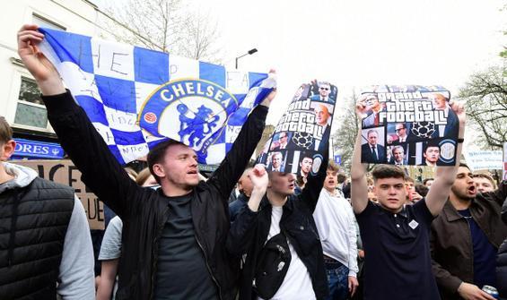 Chelsea taraftarları takım otobüsünü stada sokmadı