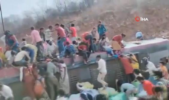 İşçileri taşıyan yolcu otobüsü devrildi
