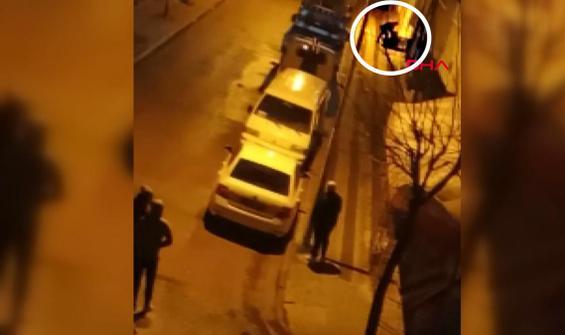 Sokak ortasında darp edilen kadını sadece izlediler