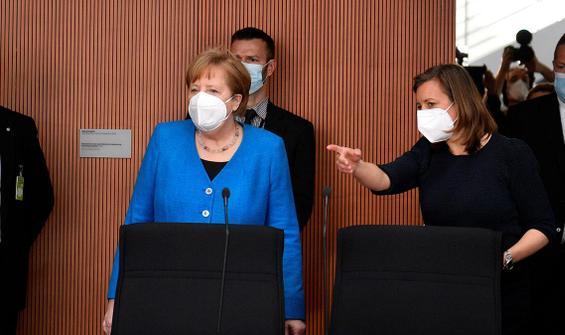 En büyük finans skandalında Merkel ifade verdi