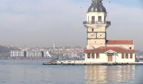İstanbul Boğazı'ndan 'apartman' geçti