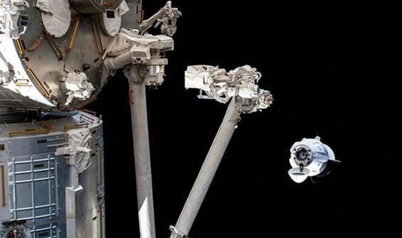 NASA ve SpaceX astronotlarının Dünya'ya inişi ertelendi!