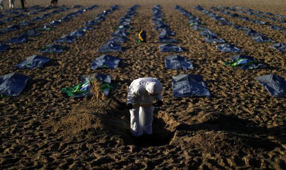 Ünlü plajda ceset torbaları! Ölü sayısı 400 bini aştı