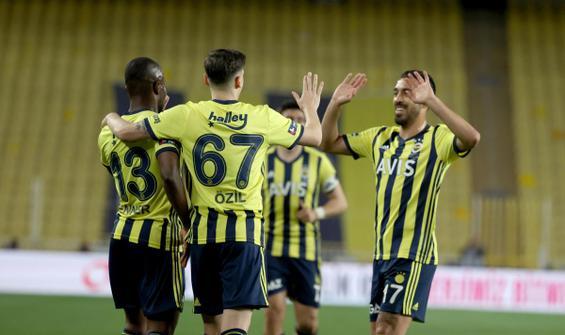 Fenerbahçe işi ilk yarıda bitirdi