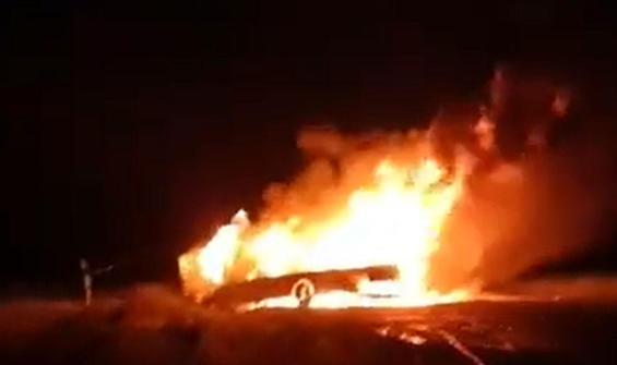 2 kişi araç içinde yanarak öldü