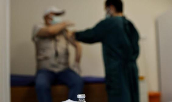 Koronavirüs geçirip aşı olanlarda antikor düzeyi 3 kat arttı