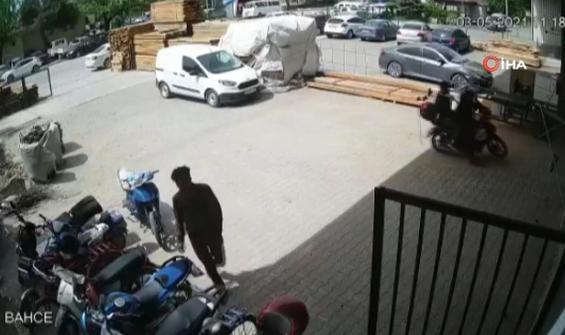 Motosiklet hırsızlarını fabrika işçisi böyle engelledi