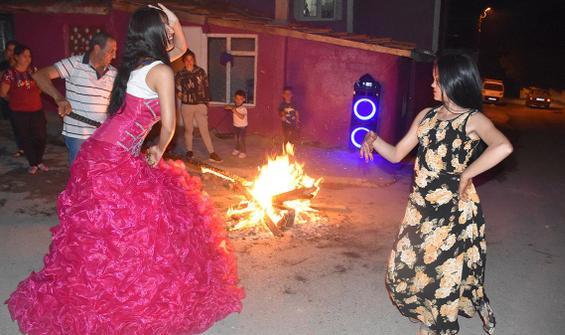 Kakava'yı ateş yakıp göbek atarak kutladılar