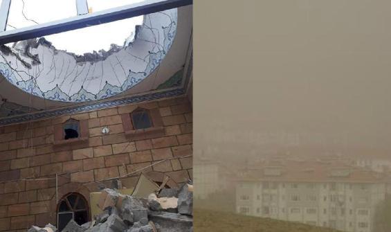 'Kum fırtınası' cami minaresini yıktı