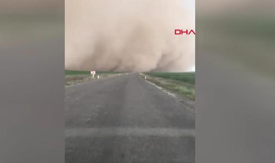 Kum fırtınası her yeri savaş alanına çevirdi
