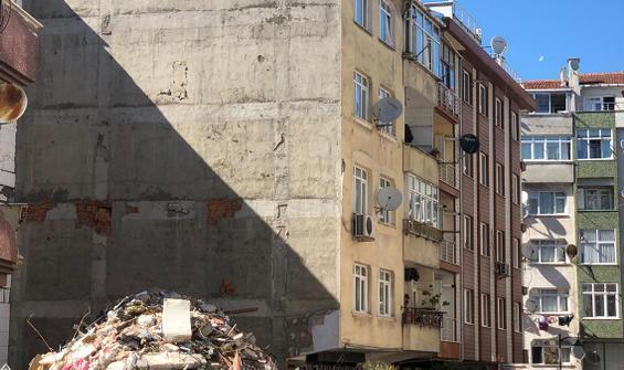 Çöken binanın yanındaki bina yıkılacak